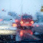 Schlecht Sicht für Autofahrer beim Herbstwetter