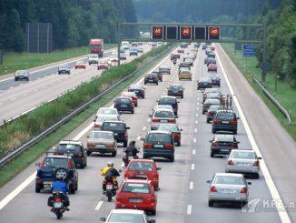 Foto: Adac Stau auf der Autobahn