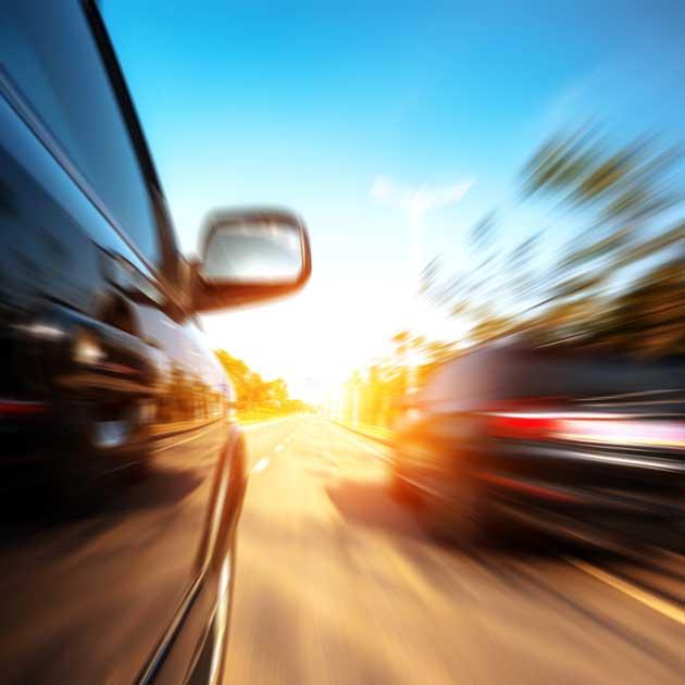 Schnelles fahren auf der Autobahn