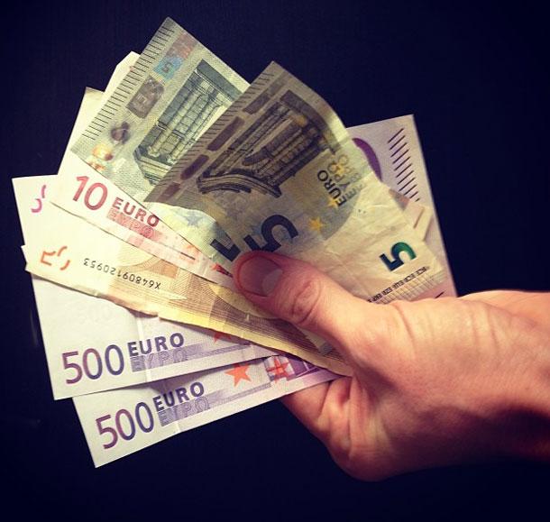 Bargeld beim Autoverkauf