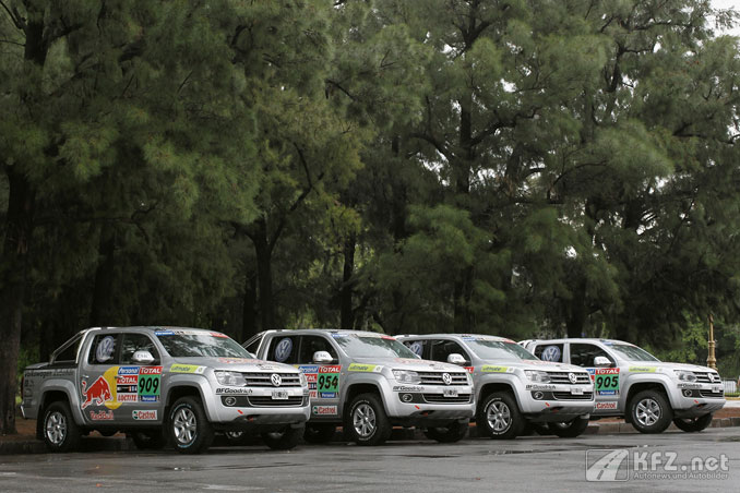 Foto: VW Amarok Nutzfahrzeuge für die Rally Paris Dakar