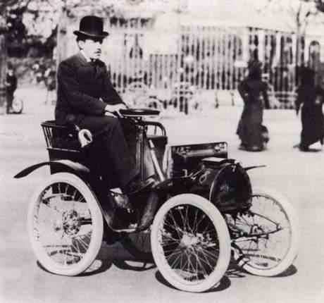 Eins der ersten Renault Fahrzeuge