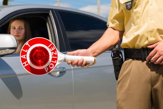 Fahren ohne Führerschein kann bei der Polizeikontrolle teuer werden.