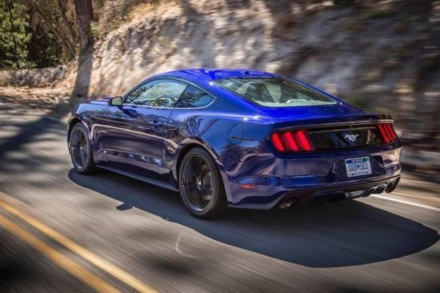 Ford Mustang 2015 blau