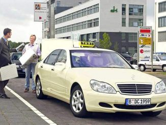 Taxifahrer mit fahrgast