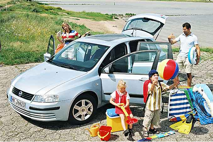 Familie im Autourlaub