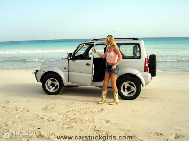 carstuckgirls-1