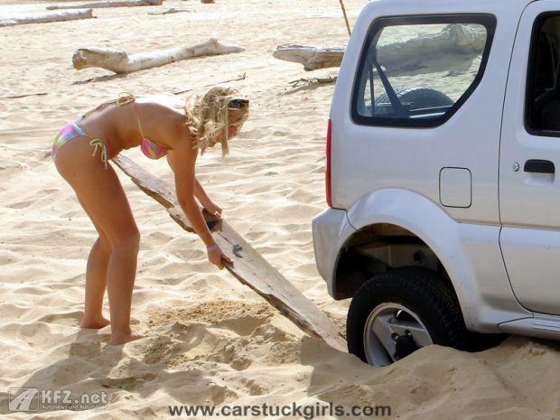 carstuckgirls-15
