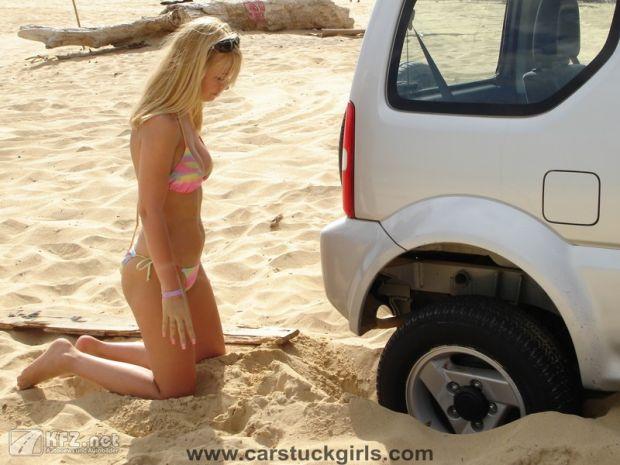 carstuckgirls-16