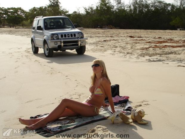 carstuckgirls-2