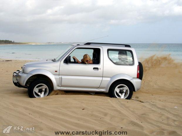 carstuckgirls-4