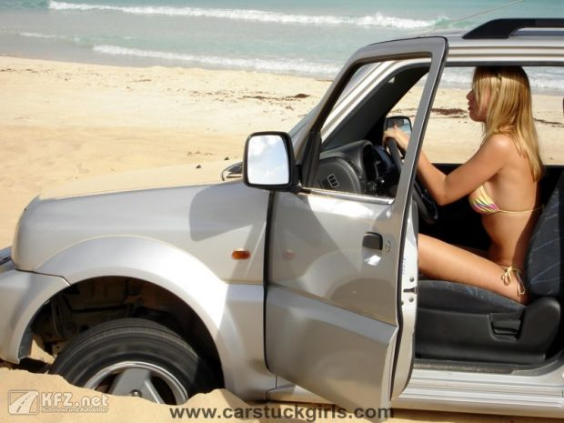 carstuckgirls-8