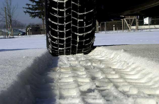 Winterreifen Profil im Schnee