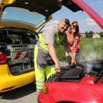 Gelberengel vom ADAC repariert einen Motorschaden