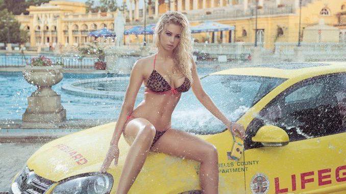Szécheny Bath; Auto: VW Golf V. Budapest ist bekannt als Stadt der Bäder und Thermen und das Szécheny Bad zählt mit seinem Baustil nicht nur zu den schönsten, sondern auch größten Badeeinrichtungen seiner Art in Europa. Die schmalen Zufahrtstore des Bades wurden für die Kalenderproduktion erweitert, so dass der VW Golf V als erstes Auto in der Geschichte des Szécheny im Innenraum fotografiert werden konnte.
