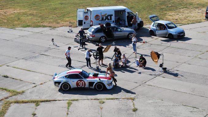 Making of am Tököl Airport. Das Set des alten Flughafens Tököl mit der Miss Tuning, dem Team und dem Datsun 360Z