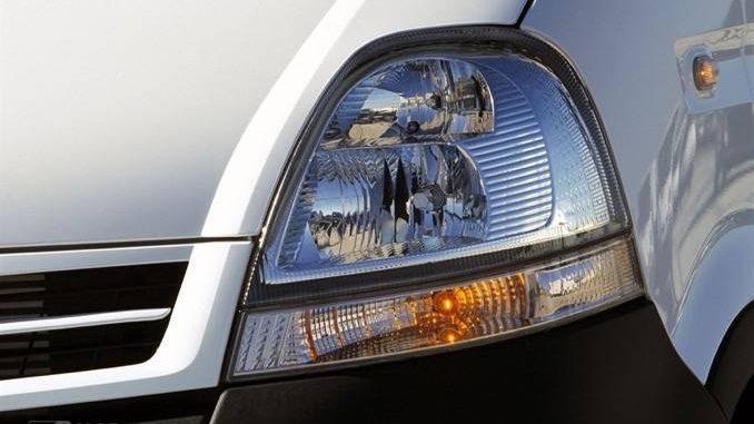 Nissan Interstar Scheinwerfer