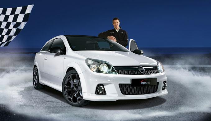 Foto: Opel Astra OPC mit Manuel Reuter