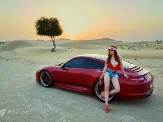 Miss Tuning Julia Oemler mit Porsche 911er