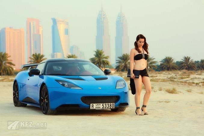 Lotus Evora beim Dubai Sufouh Beach
