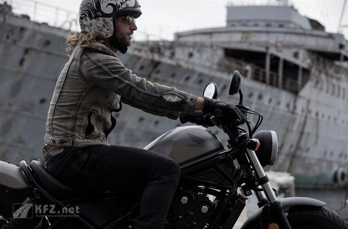 Auf zu neuen Ufern mit dem Honda Rebel Motorrad
