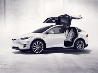 Model X mit offenen Türen