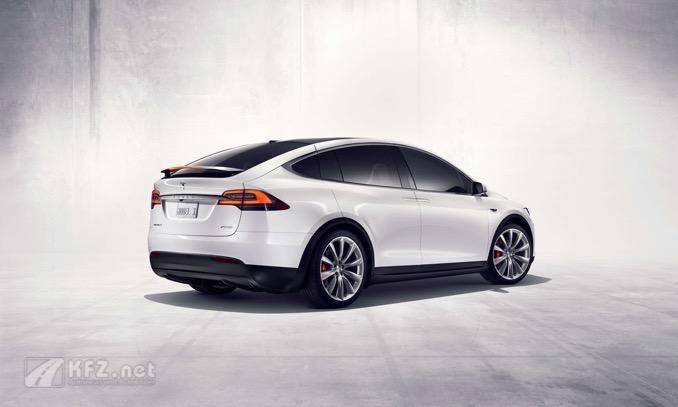 Tesla Model X mit Spoiler