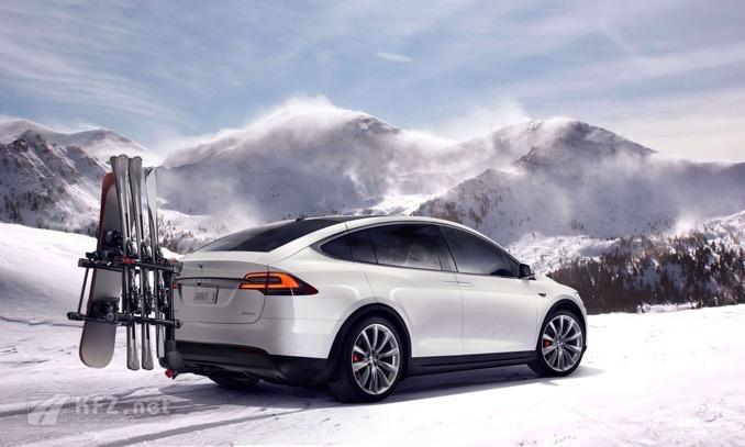 Tesla Model X mit Gepäckträger