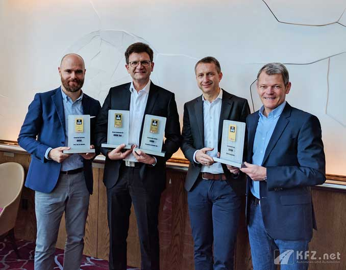 Foto: BMW Team empfängt den Connected Car Award