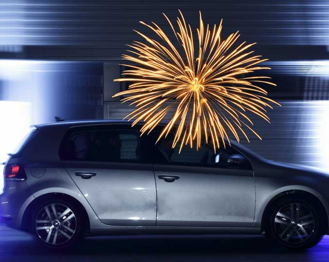 Auto mit Feuerwerk und Silvesterschaden