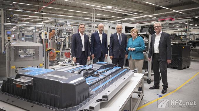 ACCUMOTIVE Batteriefabriken mit Merkel und Zetsche. Foto Daimler