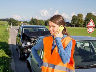 Anruf bei der Versicherung nach einem Blechschaden