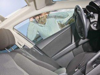 Schlüssel im Auto vergessen