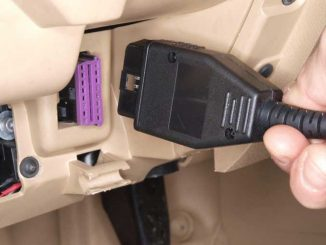 Foto: ODB2 Stecker im Auto