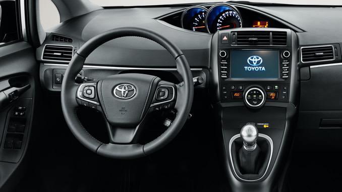 Foto: Toyota Verso Innenraum