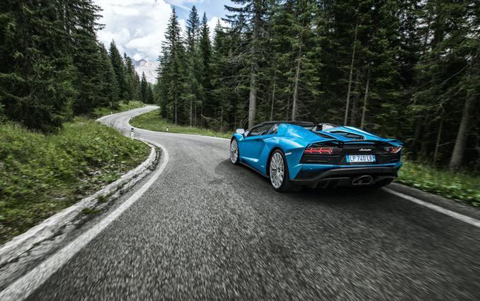 Lamborghini Aventador Roadster back