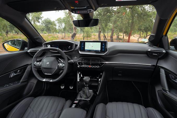 Peugeot 208 Innenraum mit Bordcomputer