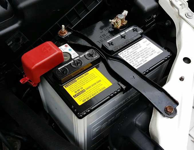 Autobatterie Anschlüsse