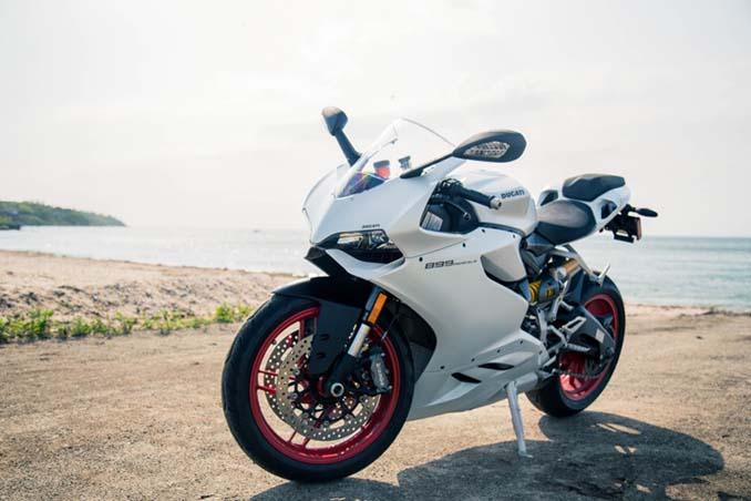 Ducati Plus Motorrad in weiss