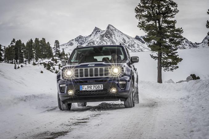Jeep Renegade im Gebirge