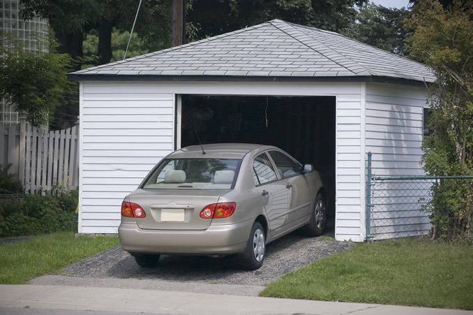 Auto in Außengarage