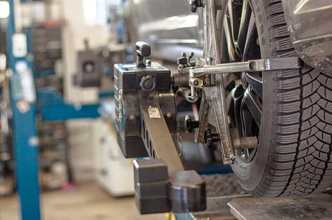 Reifenmontage mit der Presse