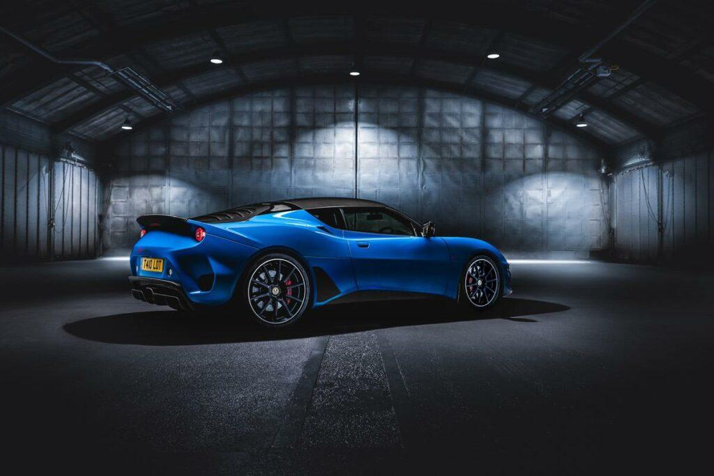 Blauer Evora GT410 Seitenansicht
